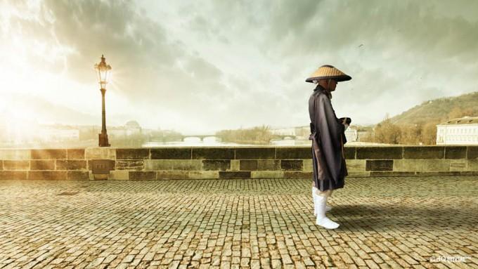 Japanese monk standing on the bridge made of bricks - レンガ製の橋の上に日本の僧侶が立っ SKU: ar-0022